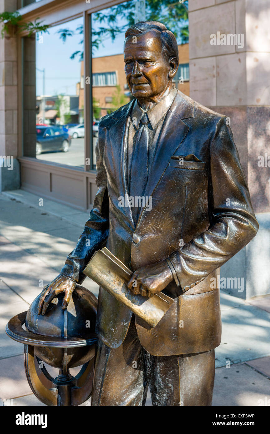 Statue of George Bush Sr, one of lifesize bronze statues of US presidents on street corners in Rapid City, South - Stock Image