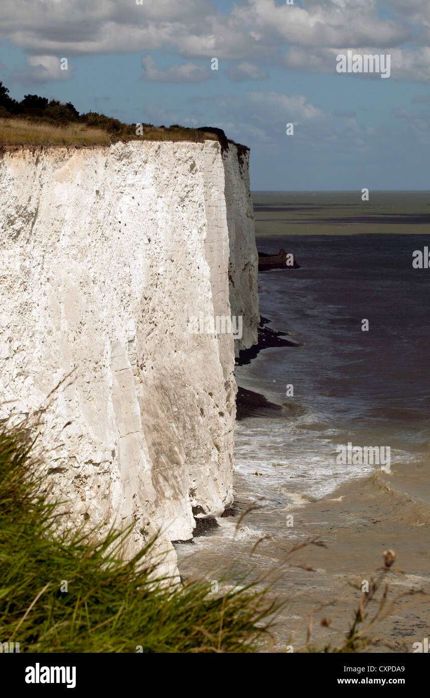 Dramatic view of the cliffline, from the clifftop section of the Saxon Shore Way, between Kingsadown and St Margrets - Stock Image