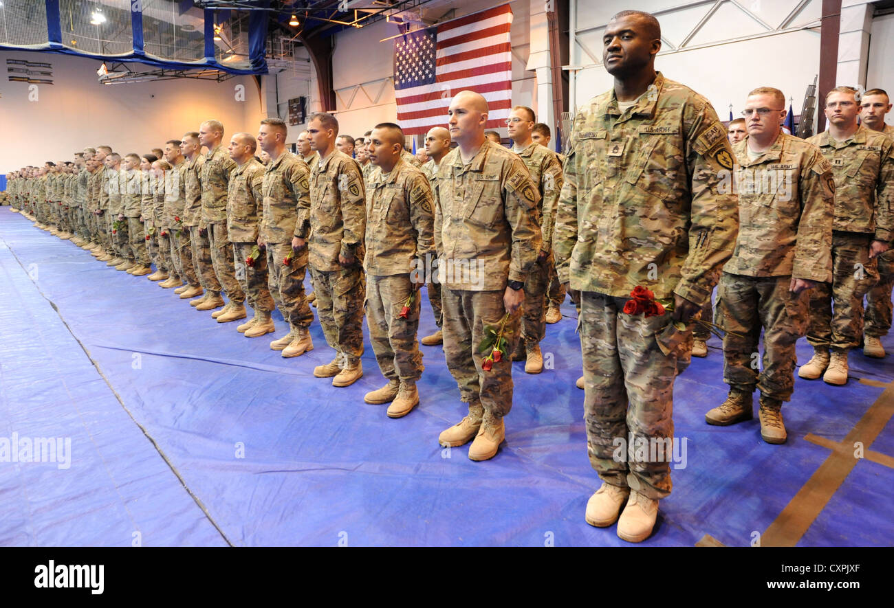 JOINT BASE ELMENDORF-RICHARDSON, Alaska -- 500 Soldiers from the 4th Brigade Combat Team (Airborne), 25th Infantry - Stock Image