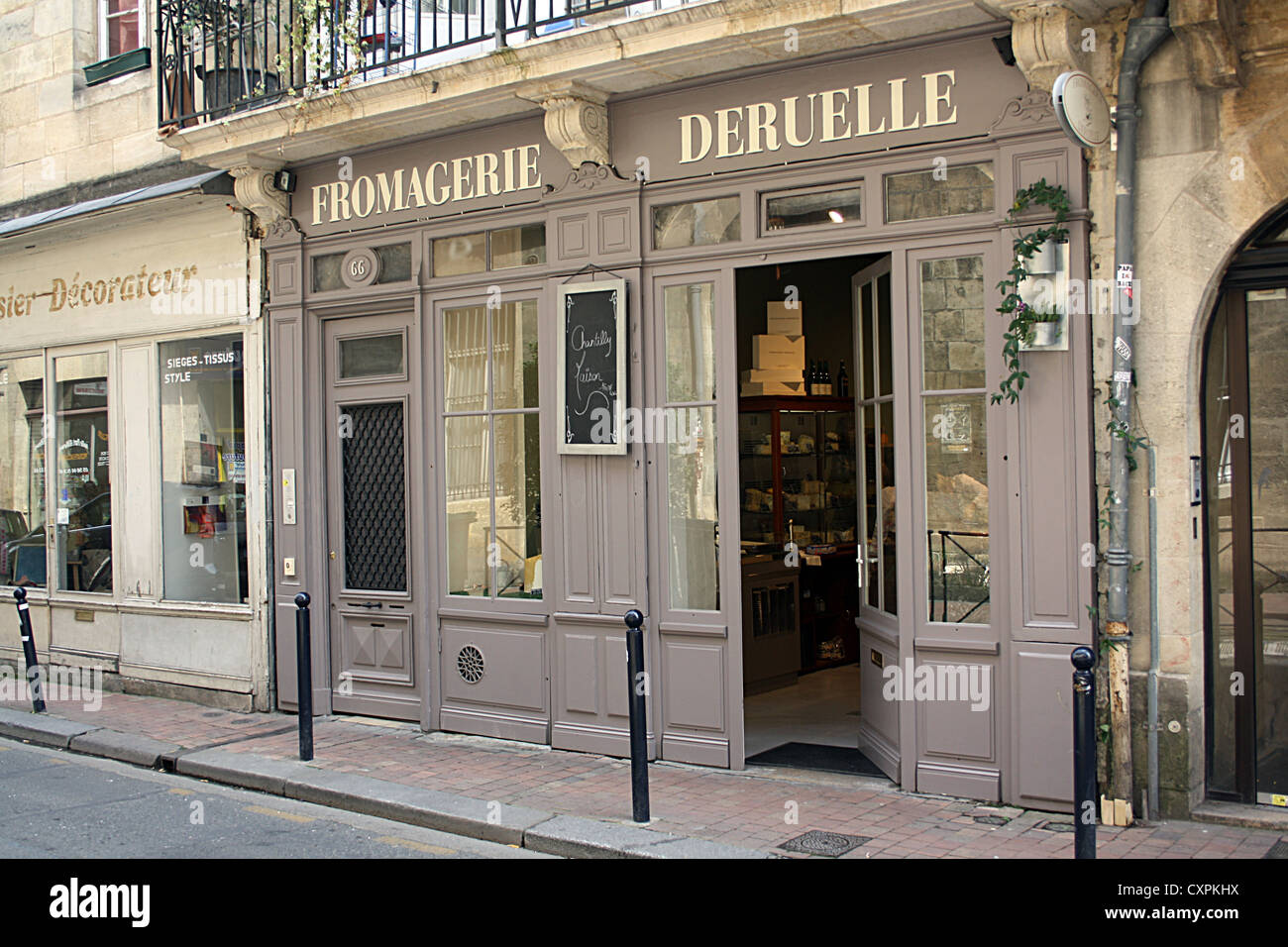 Fromagerie Deruelle, Bordeaux, France. - Stock Image
