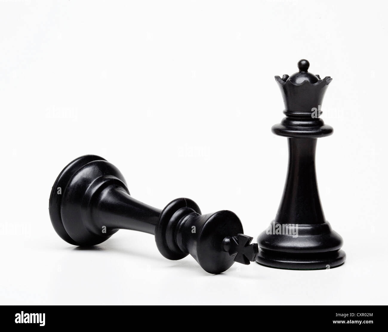 Chess queen and king piece, king fallen - Stock Image