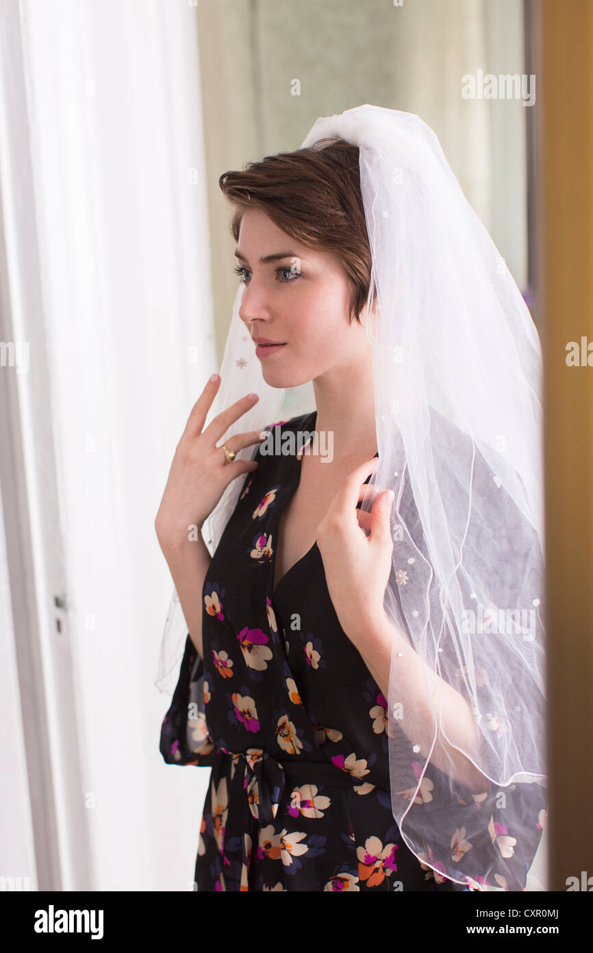 Young woman wearing a bridal veil - Stock Image