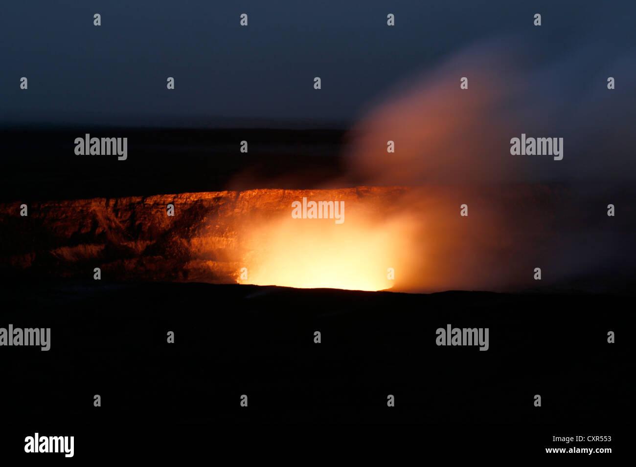 Halemaumau crater glow at night, Hawaii Volcanoes National Park, Big Island of Hawaii, USA - Stock Image