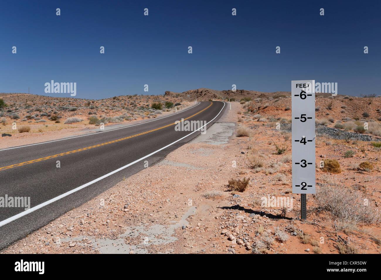 Warning sign, danger of flash floods on a desert road in Nevada, USA - Stock Image