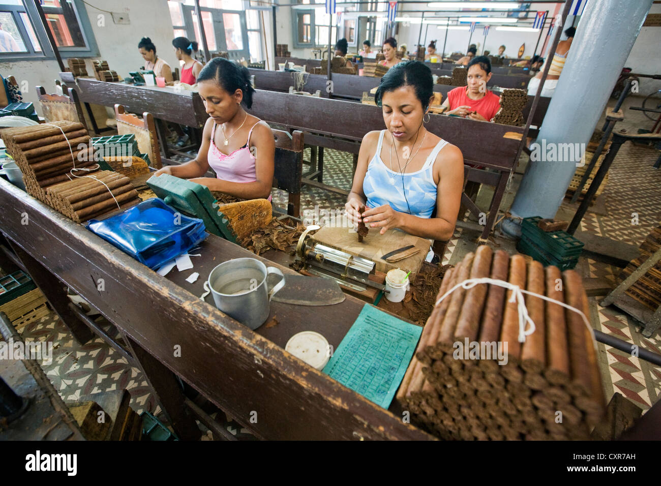 Some of more than 100 workers in the Fabrica de Tabaco Carlos Rodriguez Cariaga cigar factory, Ciego de Avila, Cuba - Stock Image