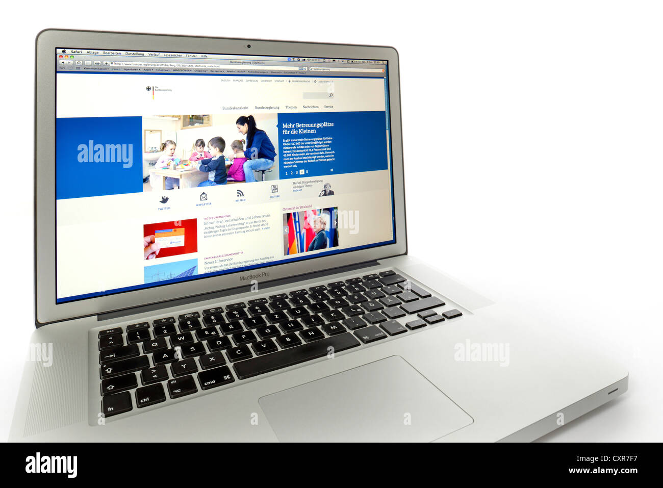 Bundesregierung, Federal Government, website displayed on the screen of an Apple MacBook Pro - Stock Image