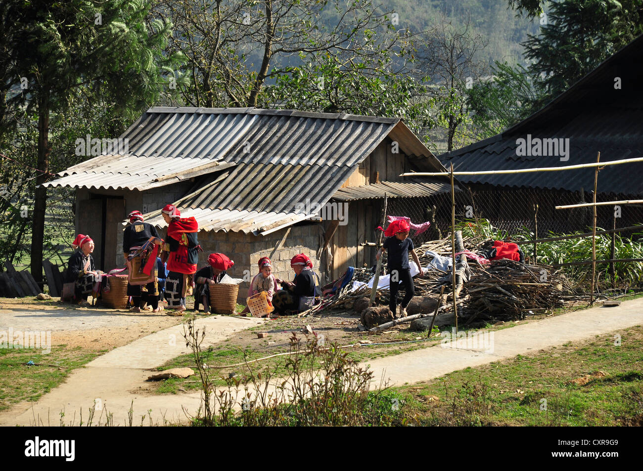 Members of the Red Dao ethnic minority in a rural village near Sa Pa, Northern Vietnam, Vietnam, Southeast Asia, - Stock Image