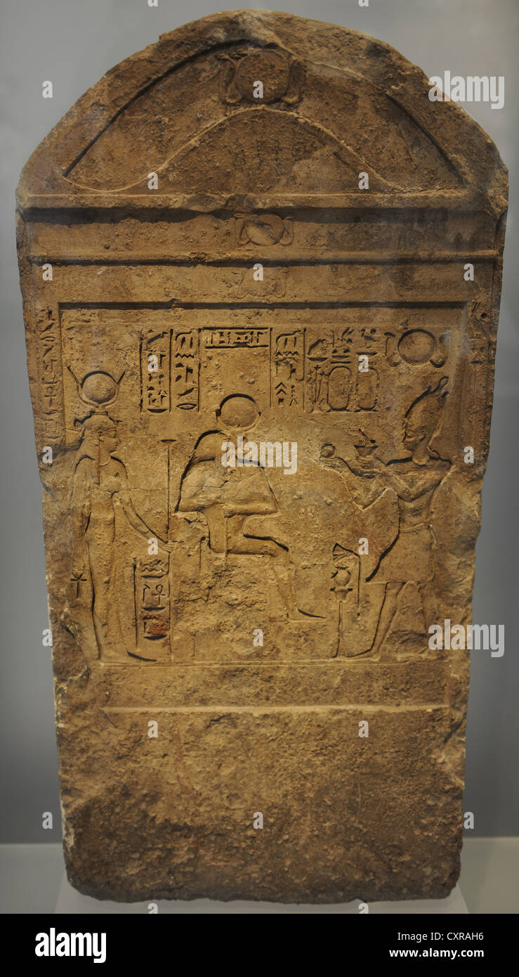 Egyptian Art. Ptolemaic period (332-30 BCE). Stele. Relief we see a king sacrificing to Isis and Serapis. Carlsberg - Stock Image