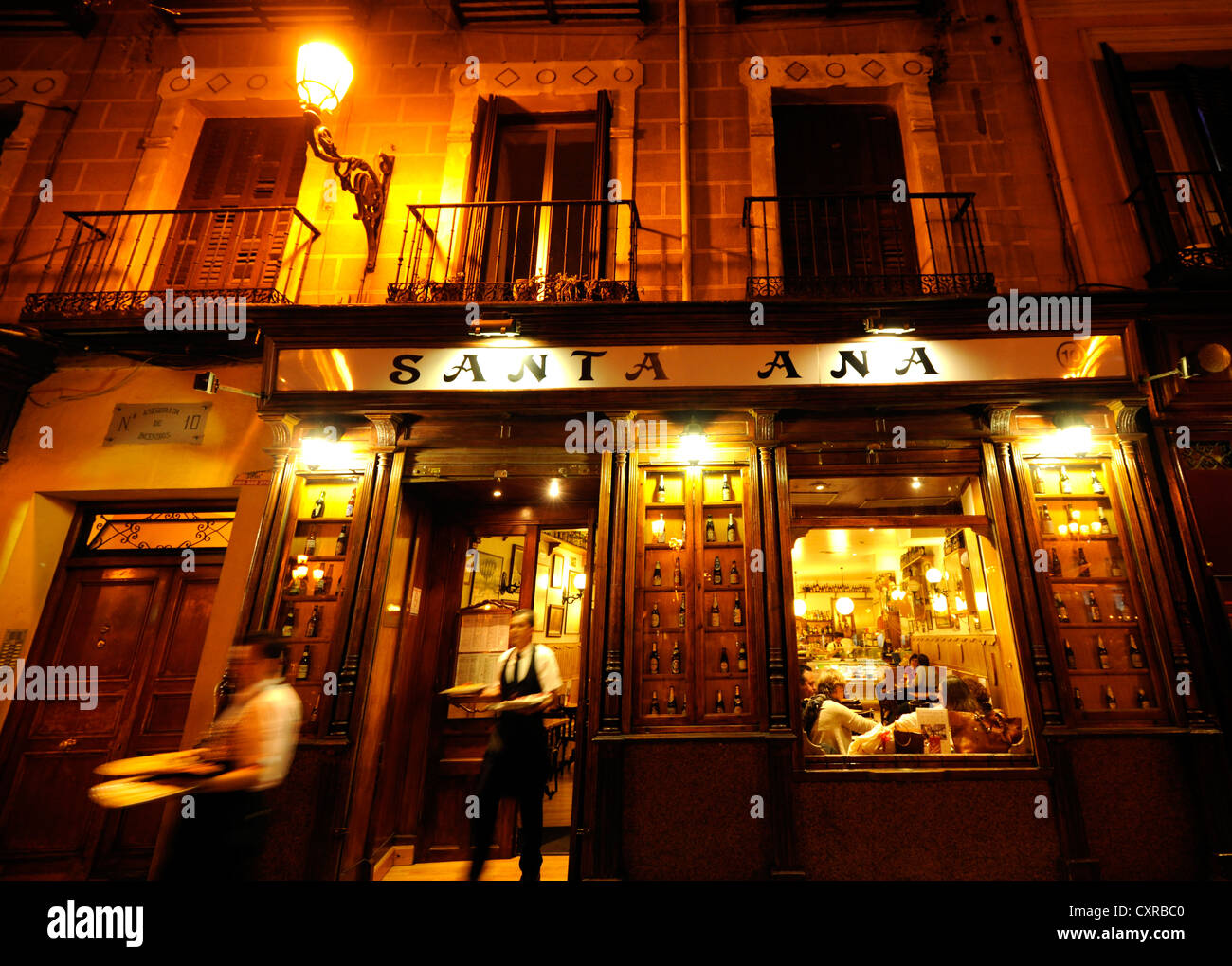 Waiters at the Restaurant Santa Anna, at night, Plaza Santa Ana, Madrid, Spain, Europe, PublicGround - Stock Image