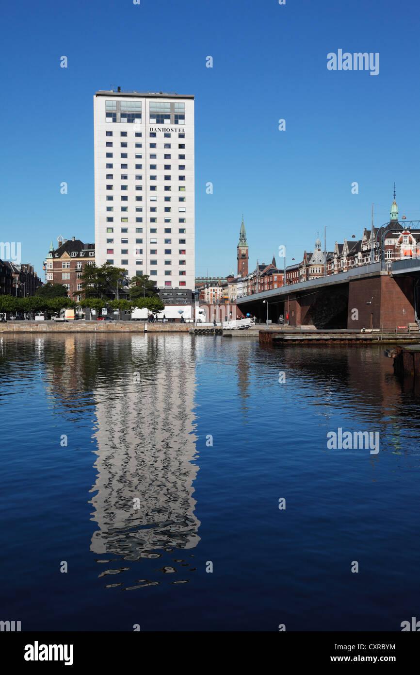 The Danhostel at H.C. Andersens Boulevard in Copenhagen, Denmark. The bridge Langebro to the right. - Stock Image