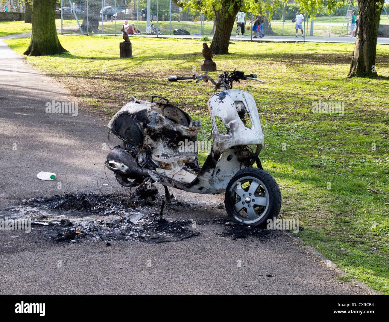 Burnt scooter - vandalism in Crane Park, Twickenham - Stock Image
