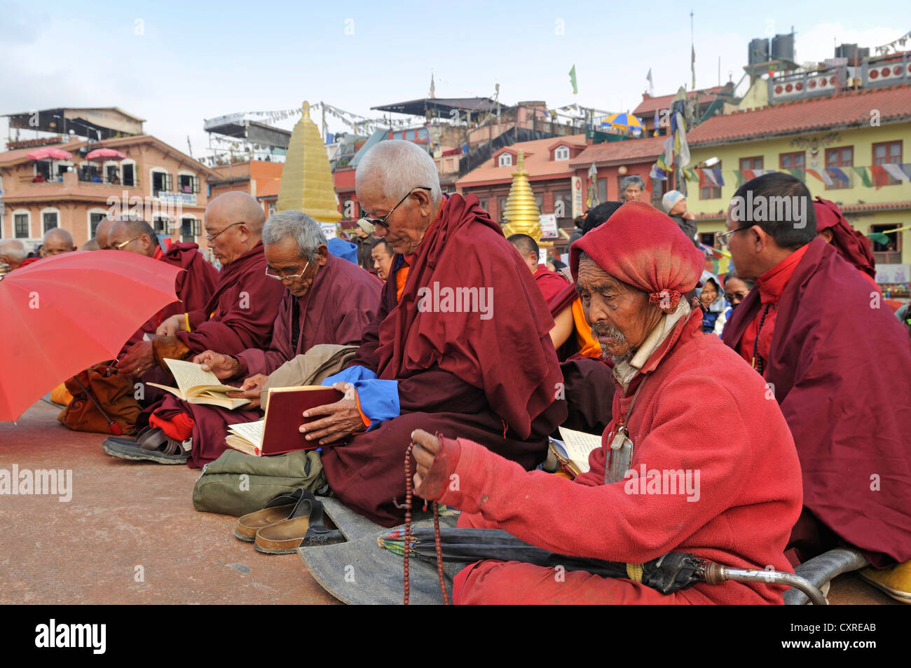 Buddhist monks, Bodhnath Stupa, Kathmandu, Kathmandu Valley, Nepal, Asia - Stock Image