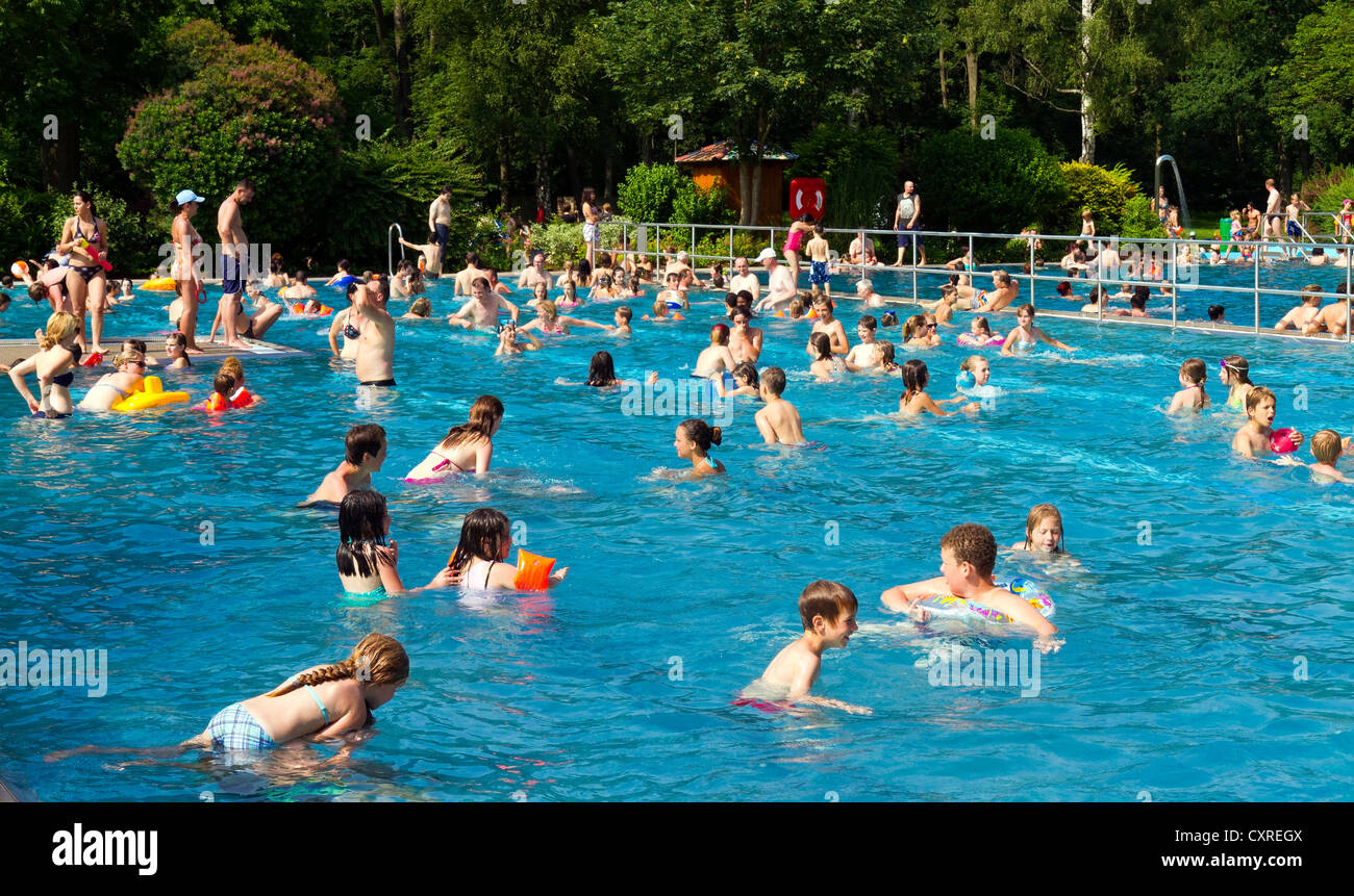 Many visitors in a busy outdoor pool, high season, Guenzburg, Swabia, Bavaria, Germany, Europe - Stock Image