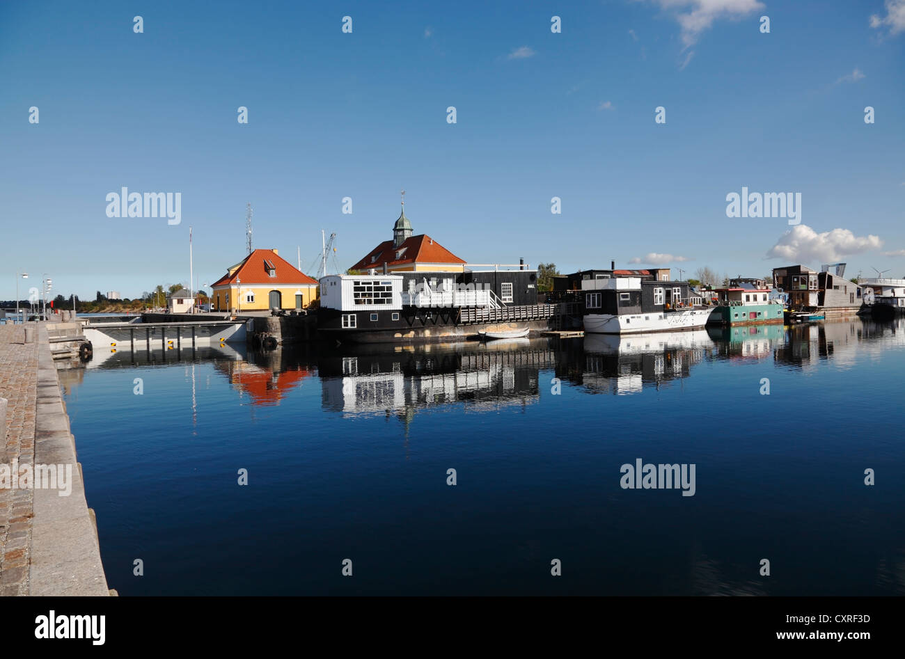 The lock in Sydhavnen (South Harbour) and moored houseboats in the port of Copenhagen, Denmark. - Stock Image