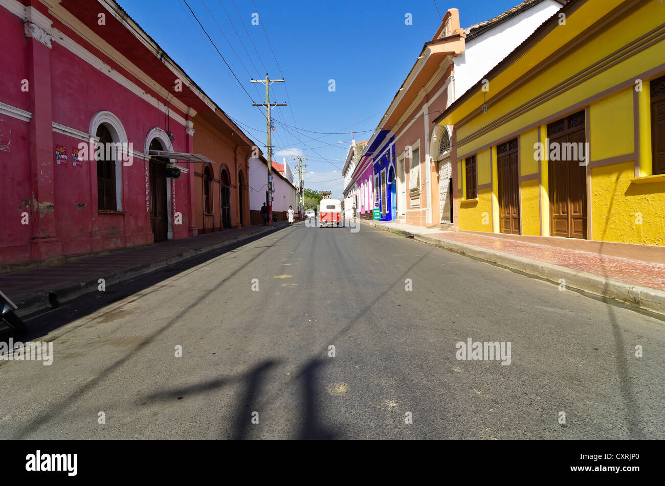 Street with colourful houses, Granada, founded in 1524, Nicaragua, Central America - Stock Image