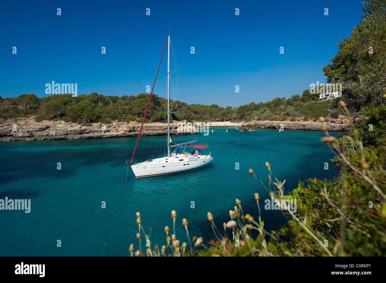 Sailing yacht in the Cala Sa Nau, Majorca, Balearic Islands, Spain, Europe - Stock Image