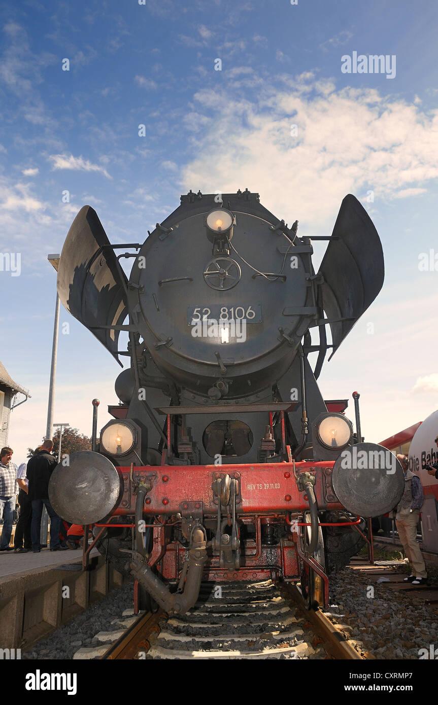 Class 52 steam locomotive pulling into the station, Bad Laasphe, Siegen Wittgenstein disrtrict, North Rhine-Westphalia - Stock Image