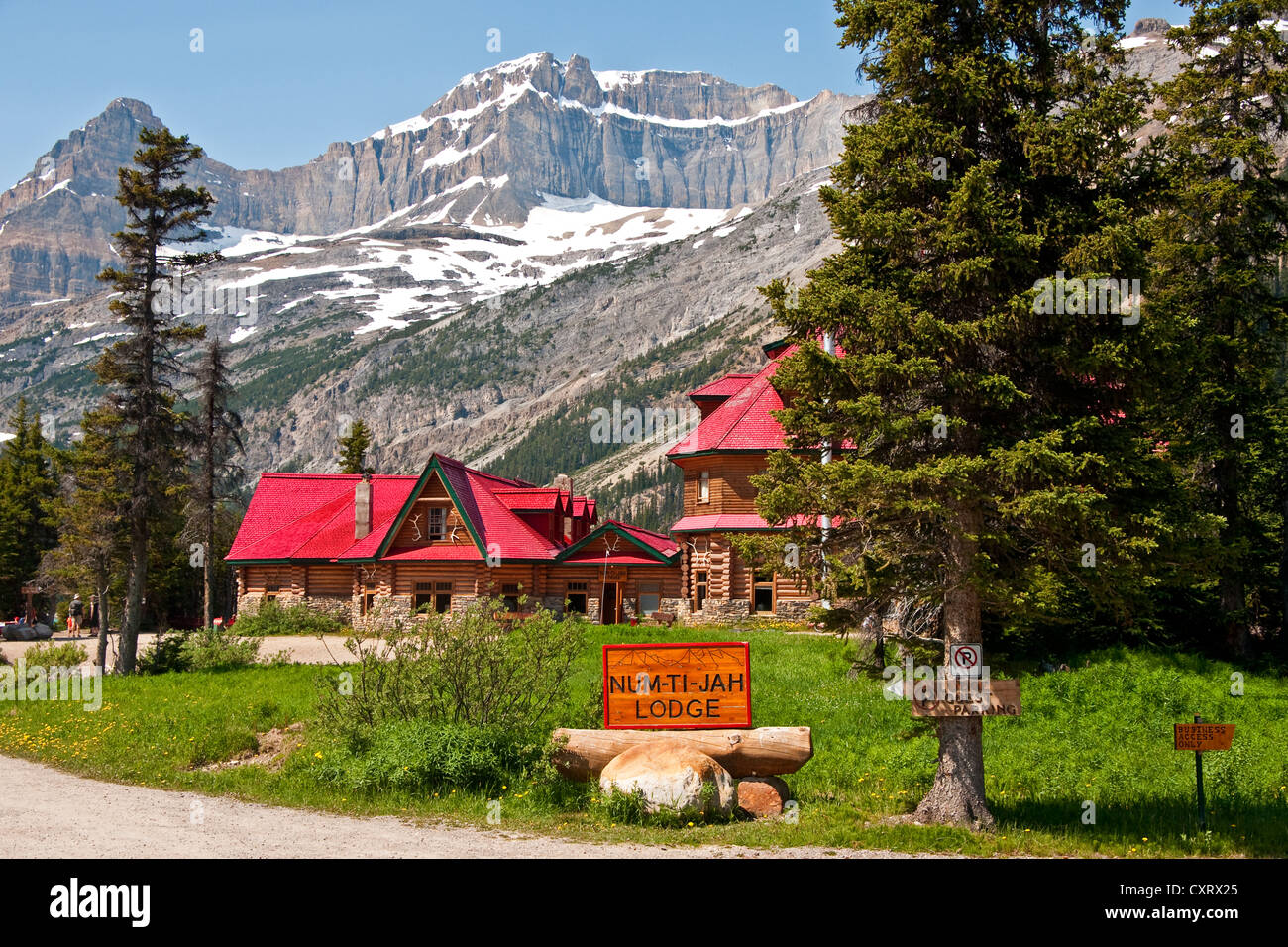 Num-Ti-Jah Lodge on Bow Lake in Banff National Park. - Stock Image
