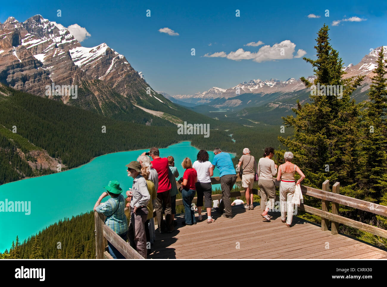 Tourists at Peyto Lake overlook in Banff National Park, Alberta. - Stock Image