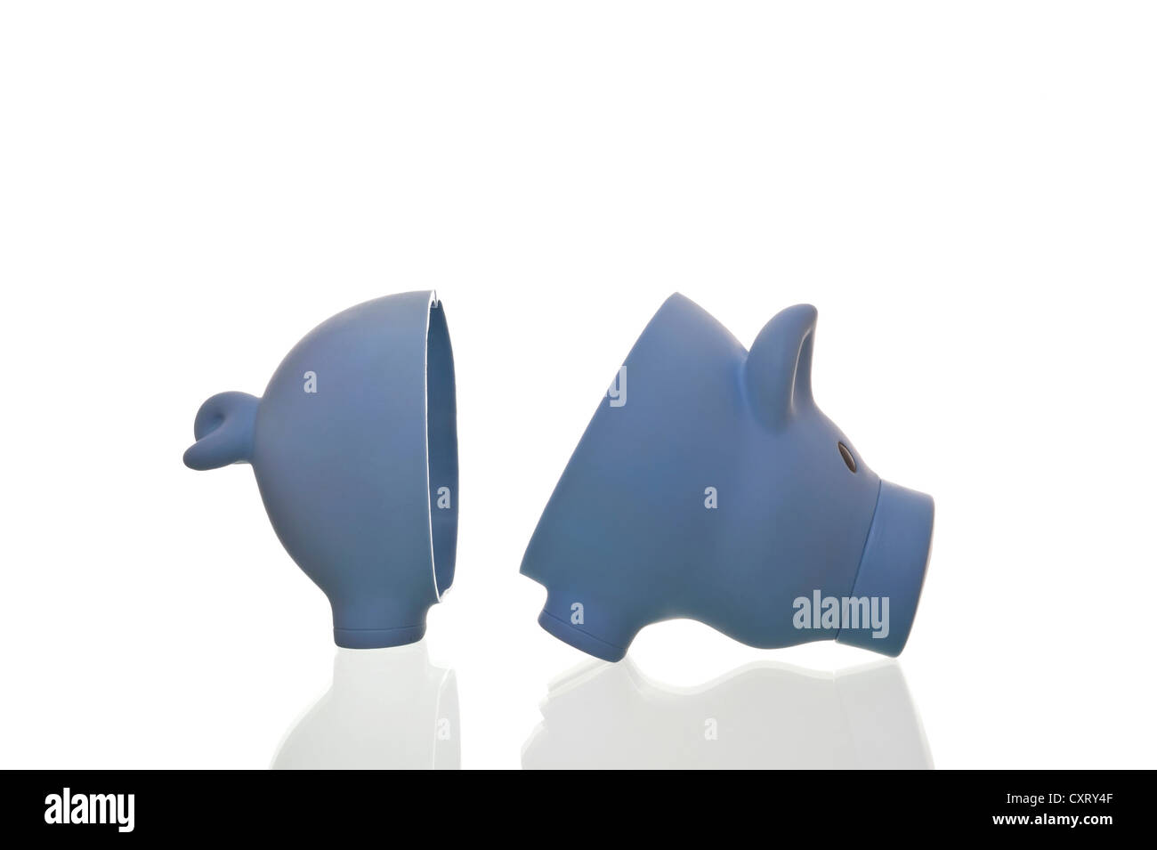 Halved piggy bank, symbolic image - Stock Image