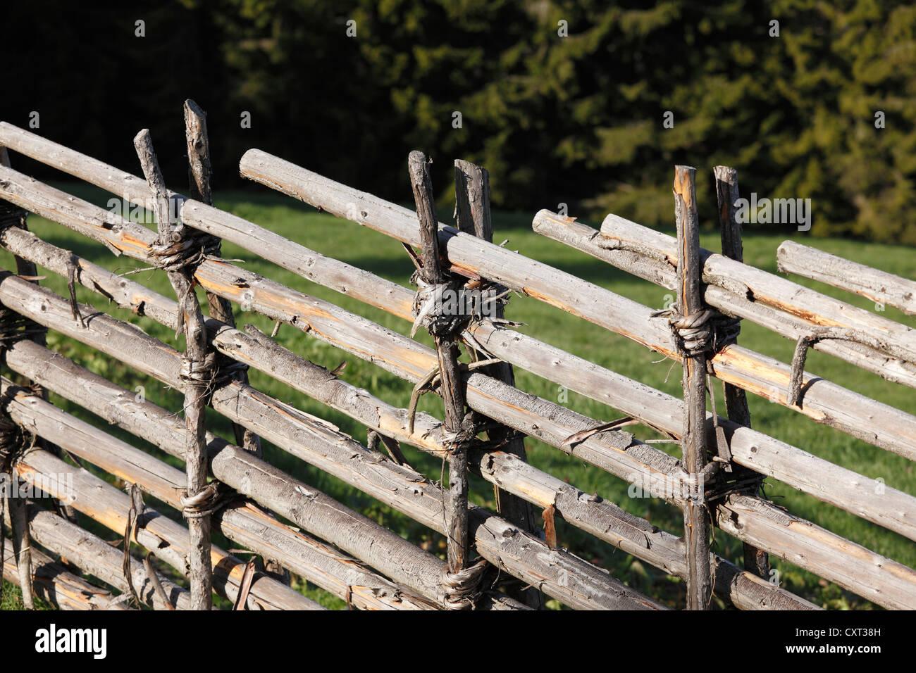 Traditional fence, Kluppeneggerhof farm in Alpl, Krieglach, Waldheimat region, Styria, Austria, Europe - Stock Image
