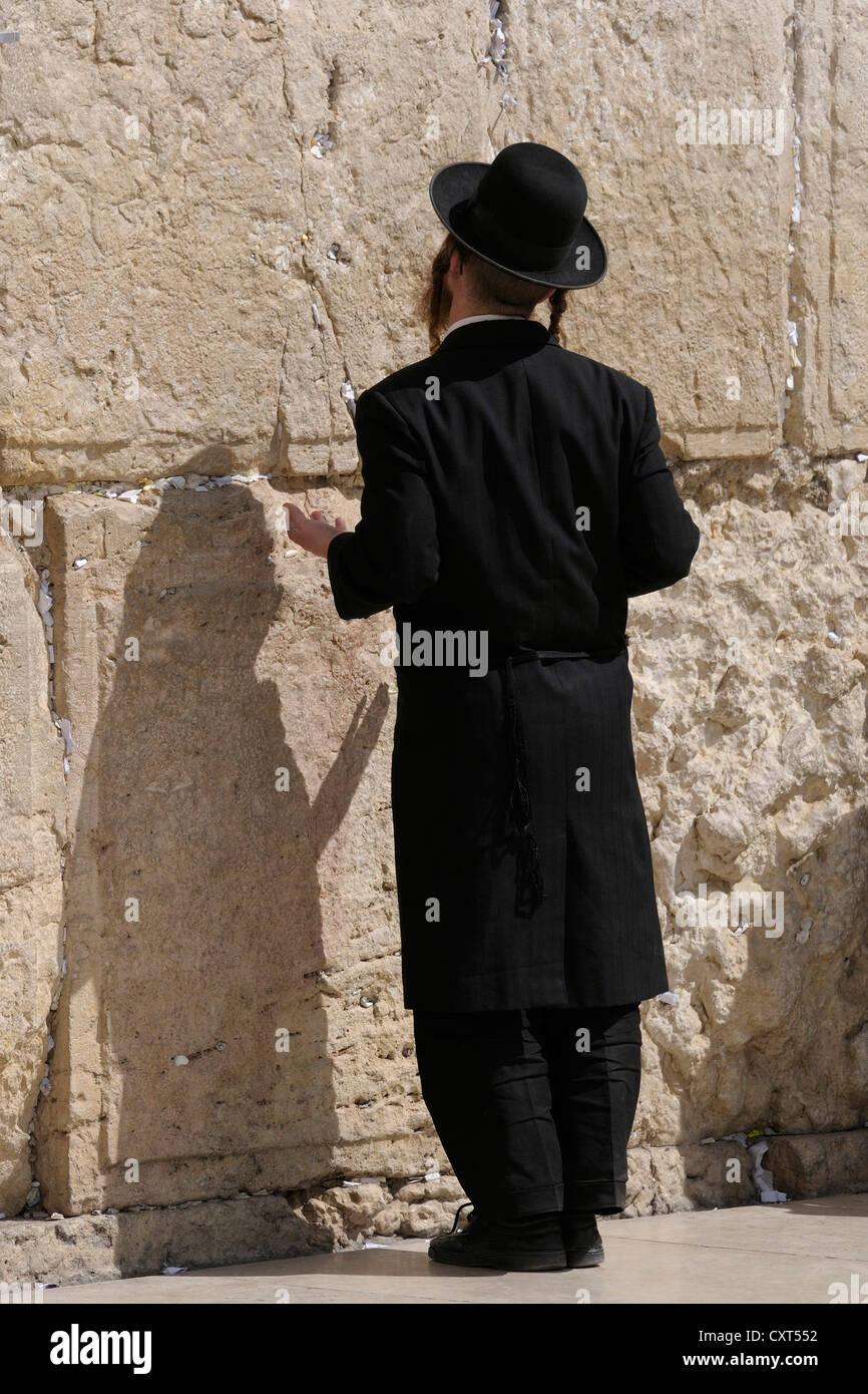 Orthodox Jew praying, Wailing Wall or Western Wall, Jerusalem, Israel, Middle East - Stock Image