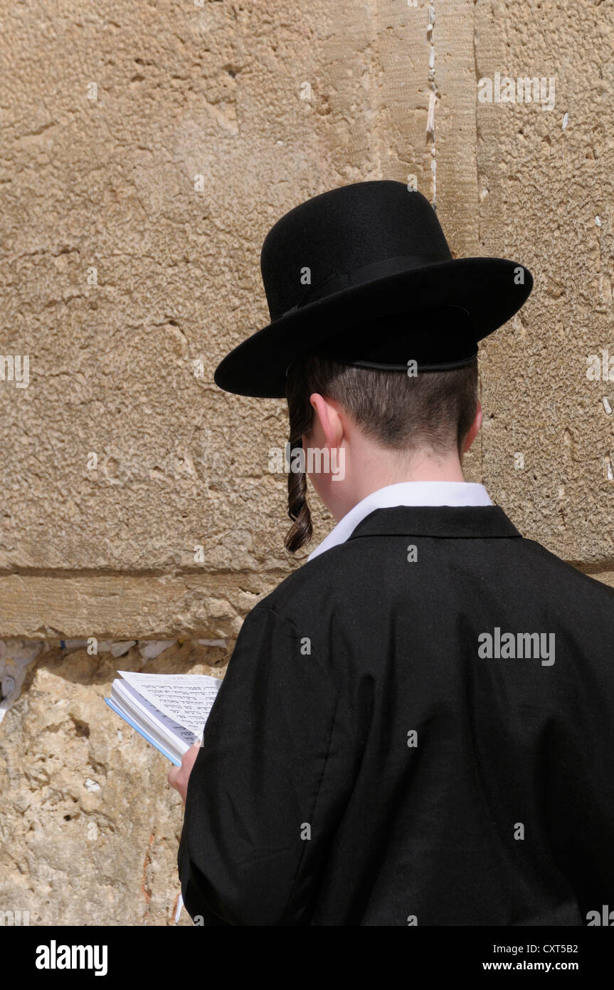 Orthodox Jew praying, Wailing Wall or Western Wall, Jerusalem, Israel, Middle East - Stock Image