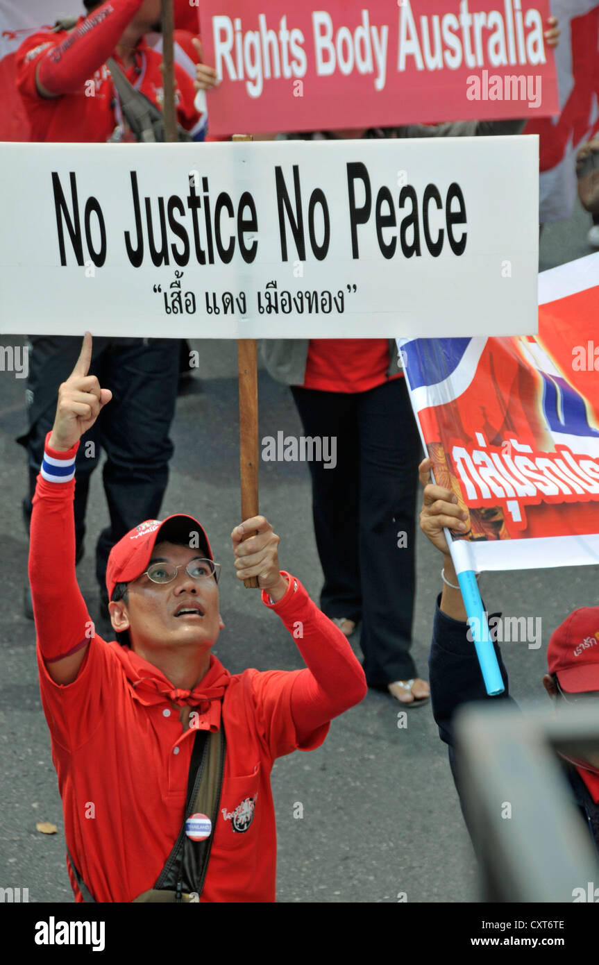 Banner 'No Justice, No Peace', Thaksin Shinawatra supporter demonstrating in Bangkok, Thailand, Asia, PublicGround - Stock Image