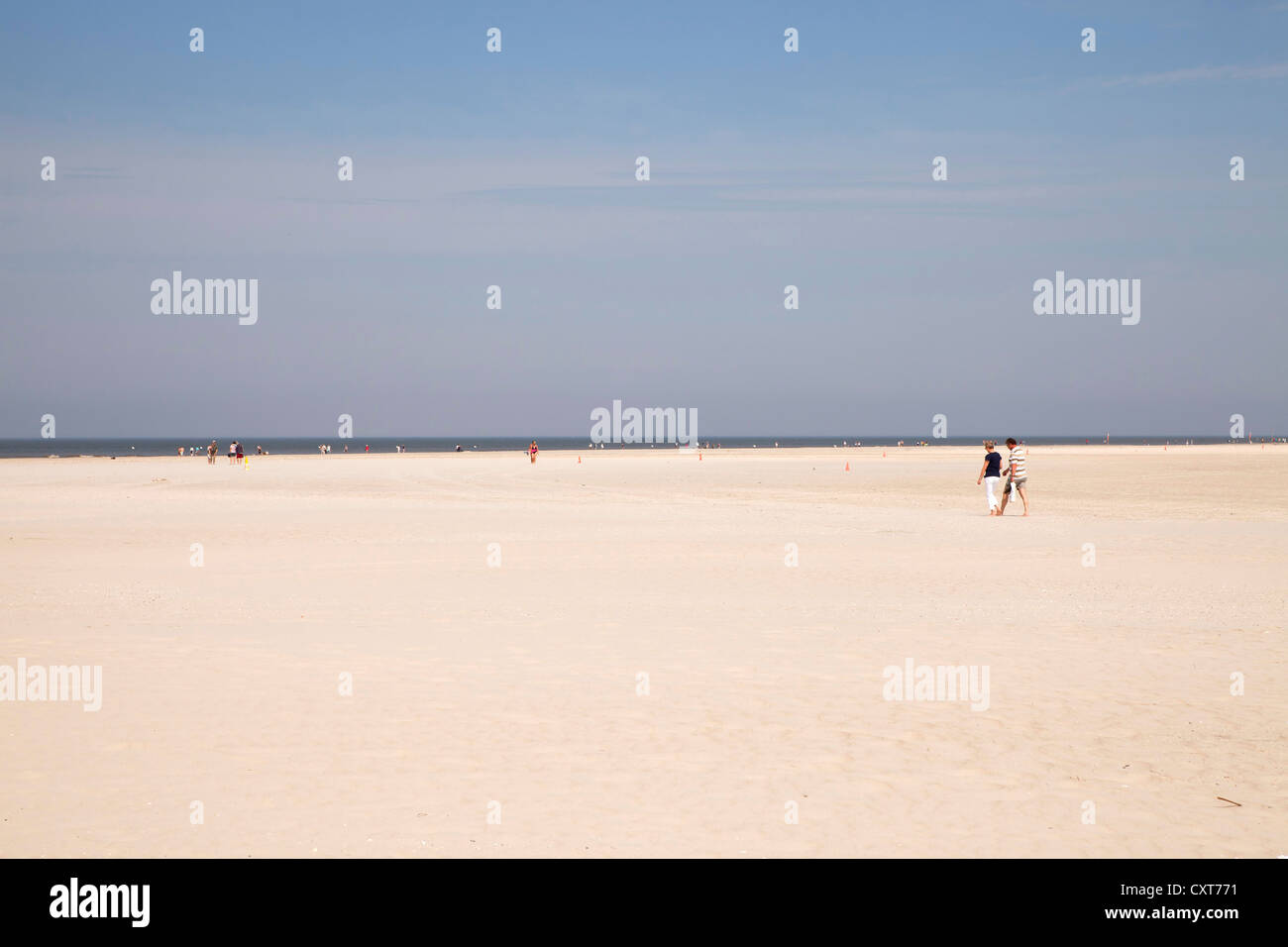 The long wide sandy beach of St. Peter-Ording, district of North Friesland, Schleswig-Holstein - Stock Image