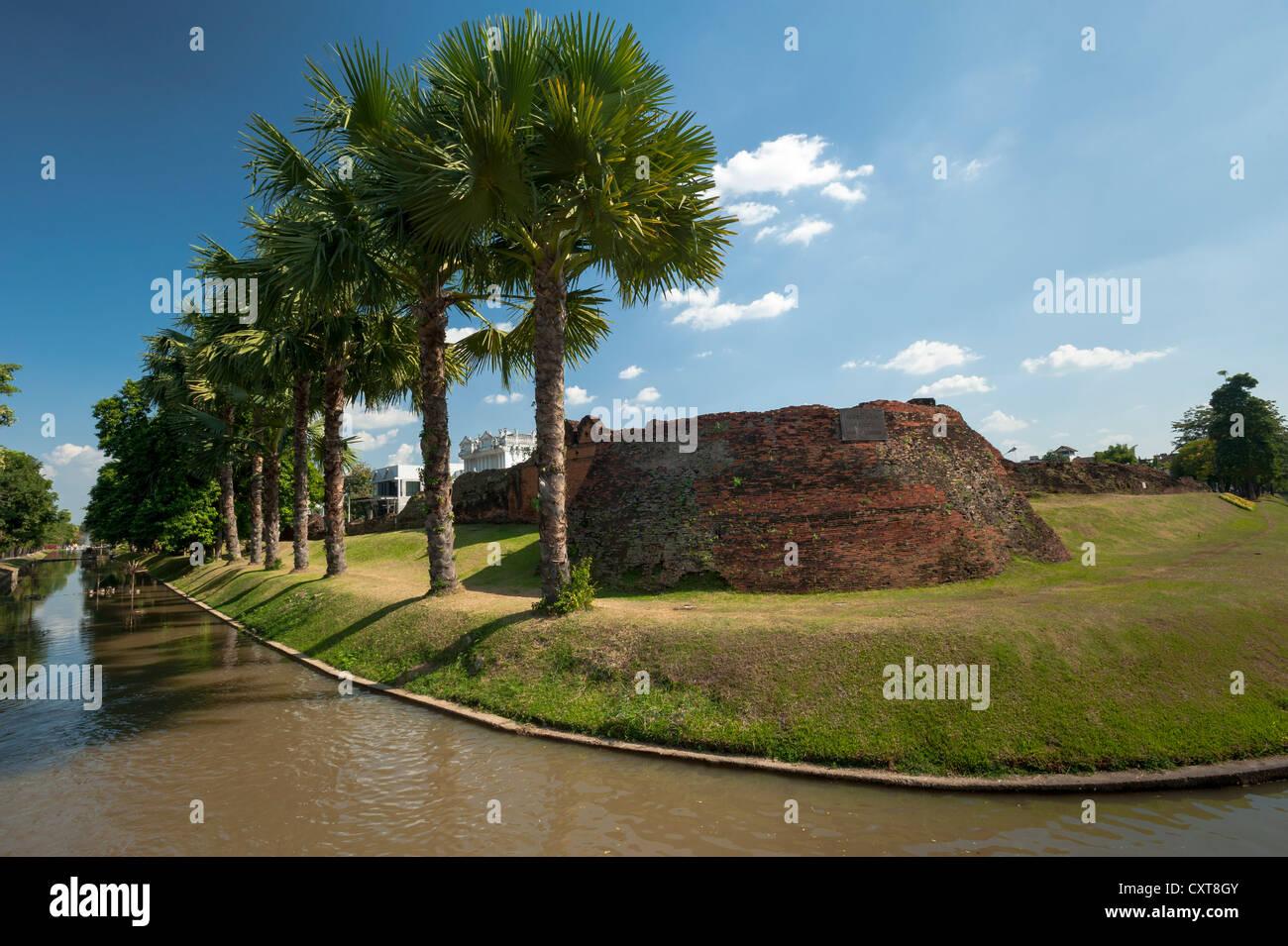 Ancient city walls, moat, Chiang Mai, Northern Thailand, Thailand, Asia - Stock Image