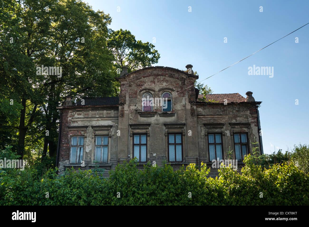 Dilapidated apartment building, Auschwitz, Oświęcim, Lesser Poland, Poland, Europe - Stock Image