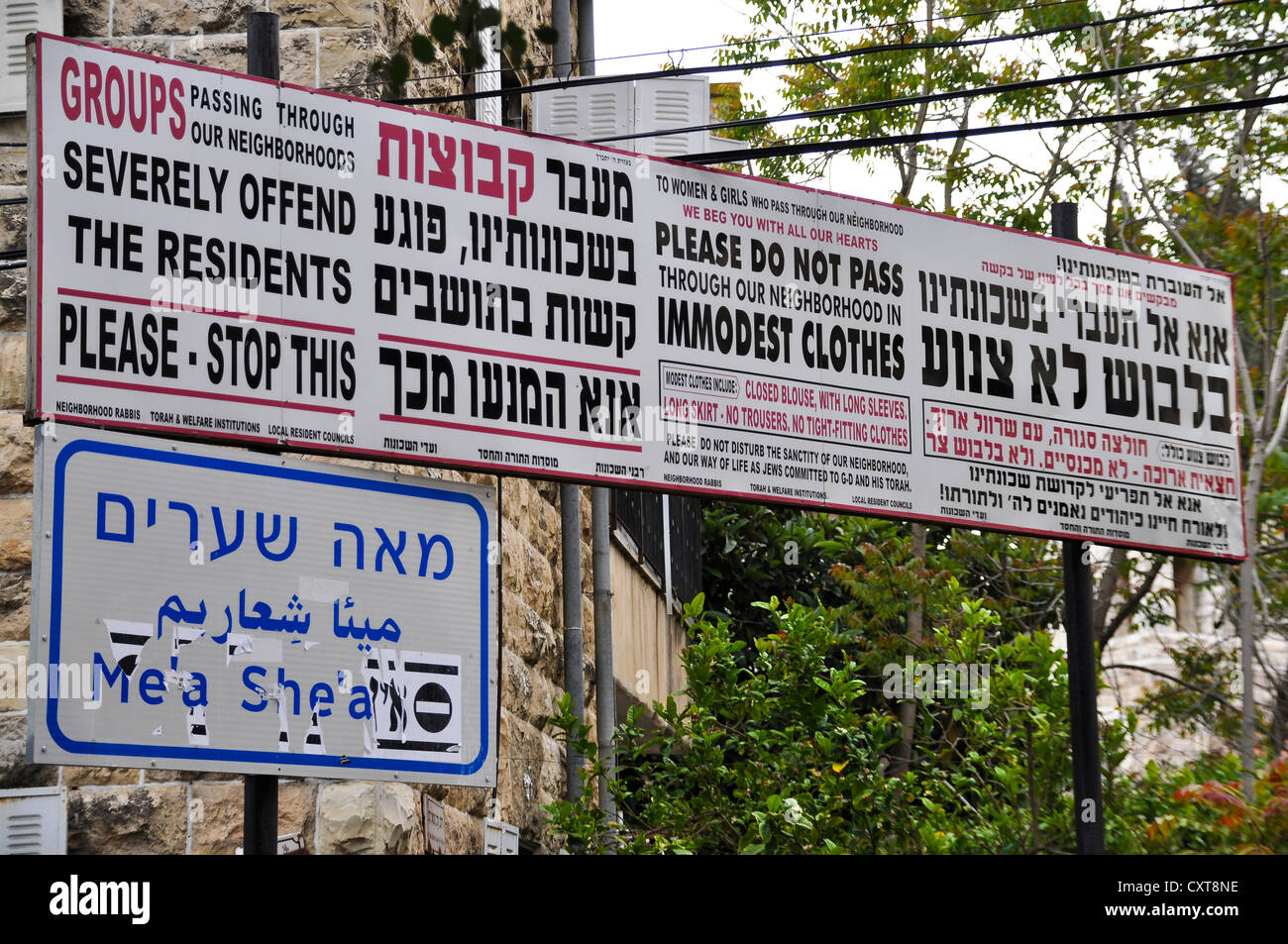 Signs at the entrance to the ultra-Orthodox district of Me'a She'arim or Mea Shearim, Jerusalem, Israel, - Stock Image