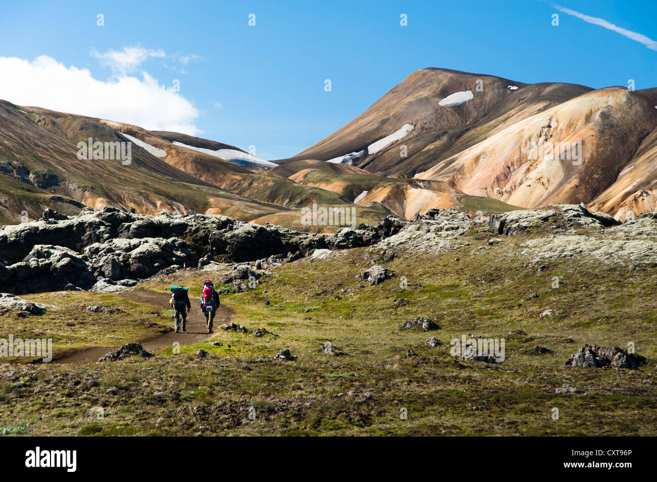 Hikers, Laugahraun lava field and rhyolite mountains on the Laugavegur hiking trail, Landmannalaugar Hrafntinnusker - Stock Image