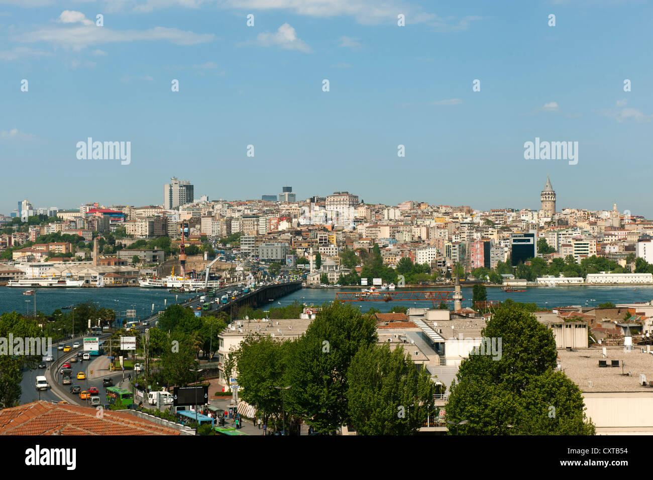 Türkei, Istanbul, Blick von Unkapani über das Goldene Horn mit der Atatürk Brücke (Unkapani - Stock Image