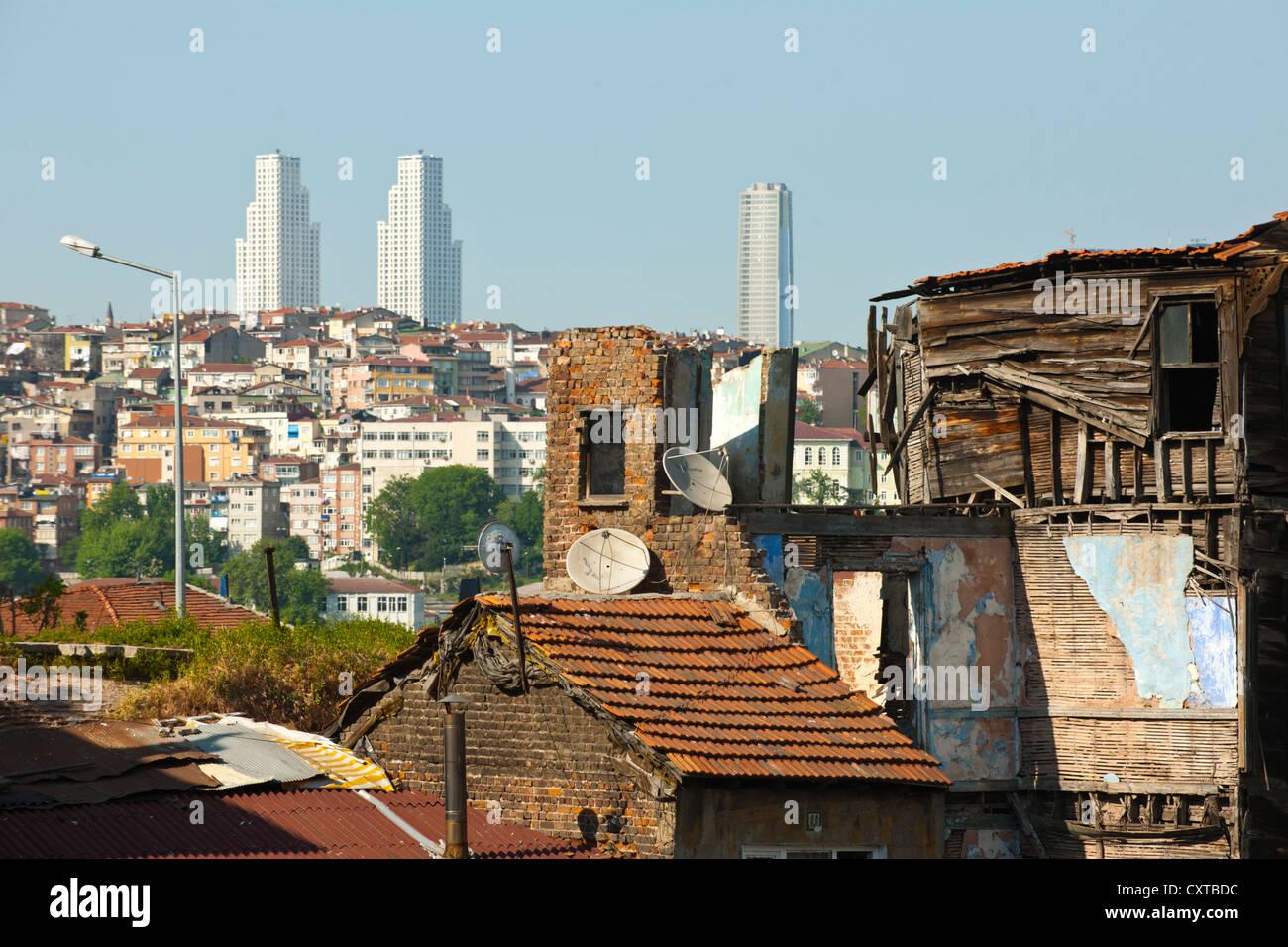 Türkei, Istanbul, Blick uber das Goldene Horn auf Beyoglu und Sisli Stock Photo