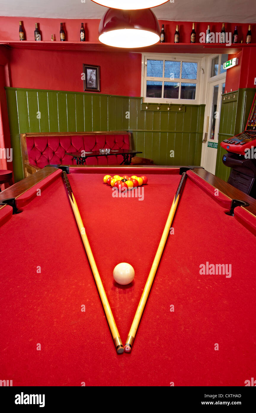 kings arms pub Pool table games room with red colour - Stock Image