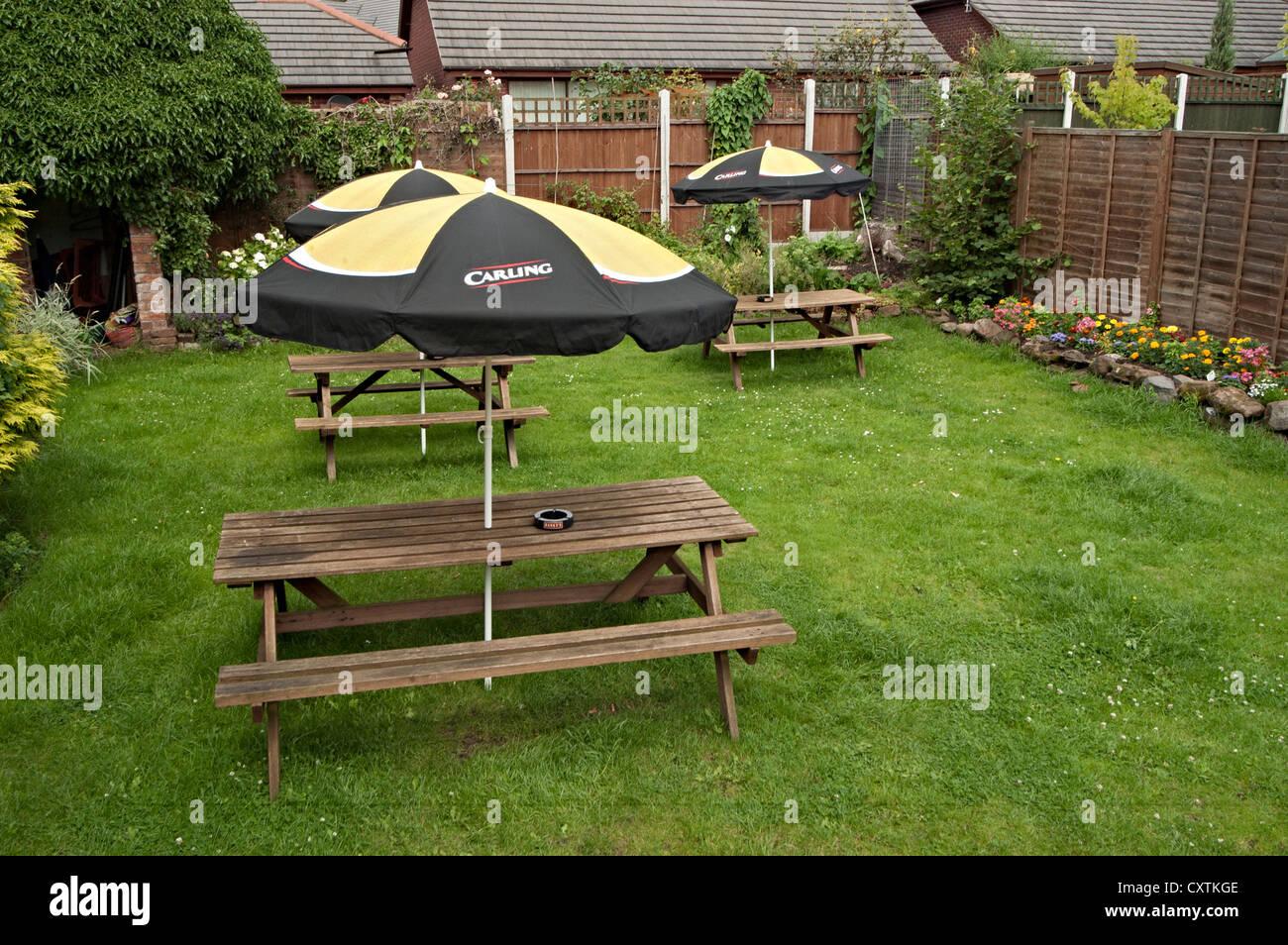 Astonishing The Sunriser Pub Garden Bench Stock Photo 50943998 Alamy Dailytribune Chair Design For Home Dailytribuneorg