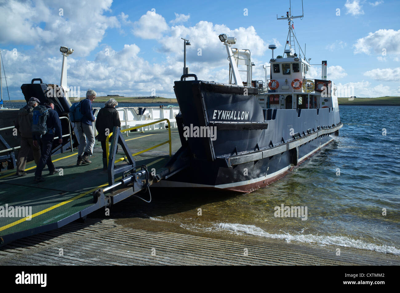 dh MV Enyhallow ROUSAY ORKNEY Passenger boarding Orkney Ferries ferry at Rousay harbour pier jetty ramp - Stock Image