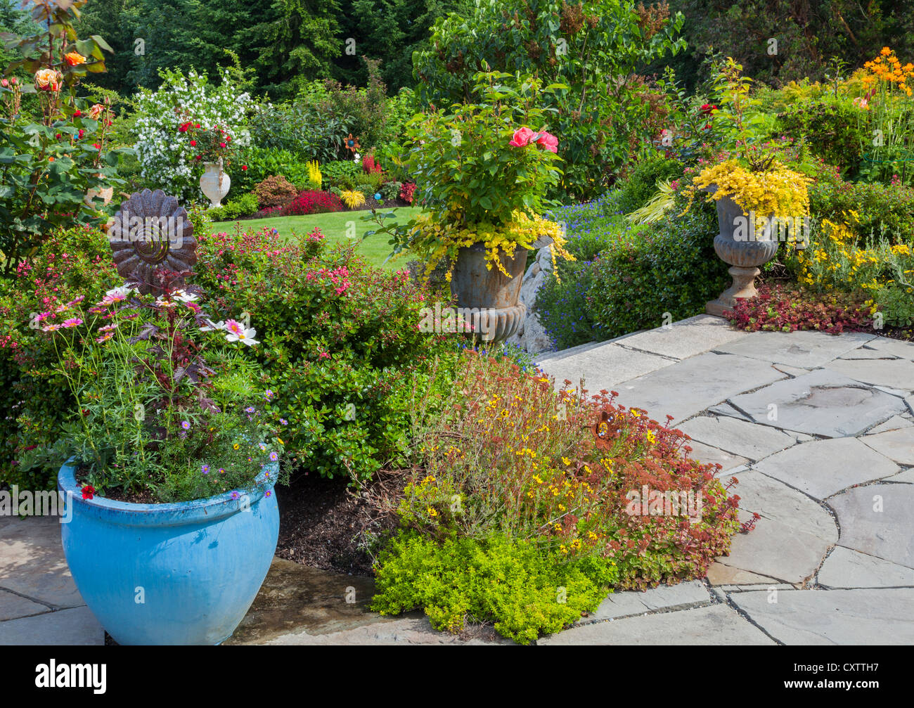 Vashon-Maury Island, WA: Terraced perennial garden with flagstone patio - Stock Image