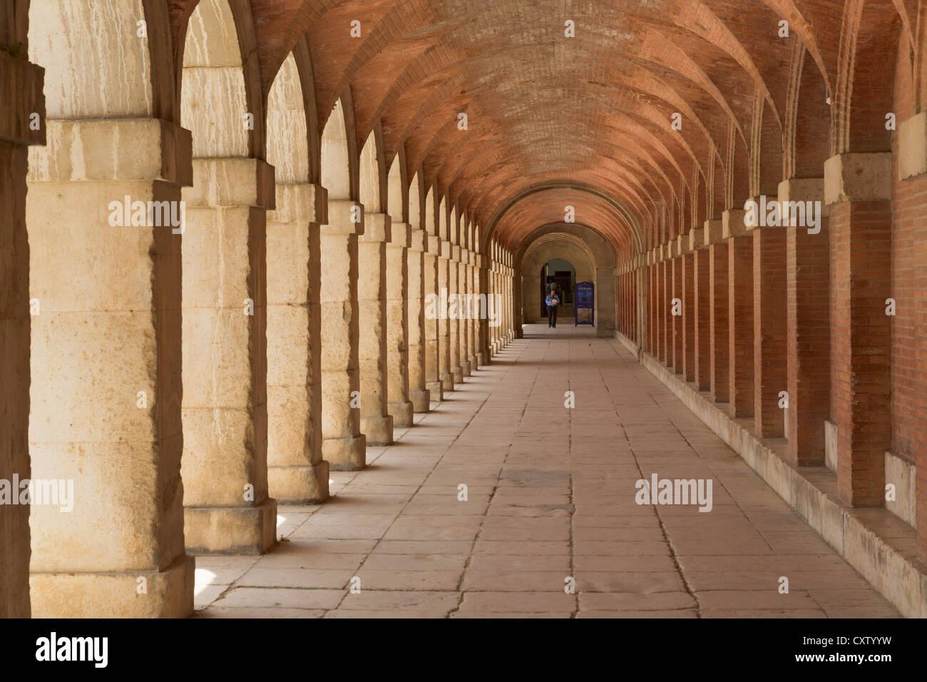 Aranjuez, Comunidad de Madrid, Spain. The Royal Palace. Arcaded passage. - Stock Image