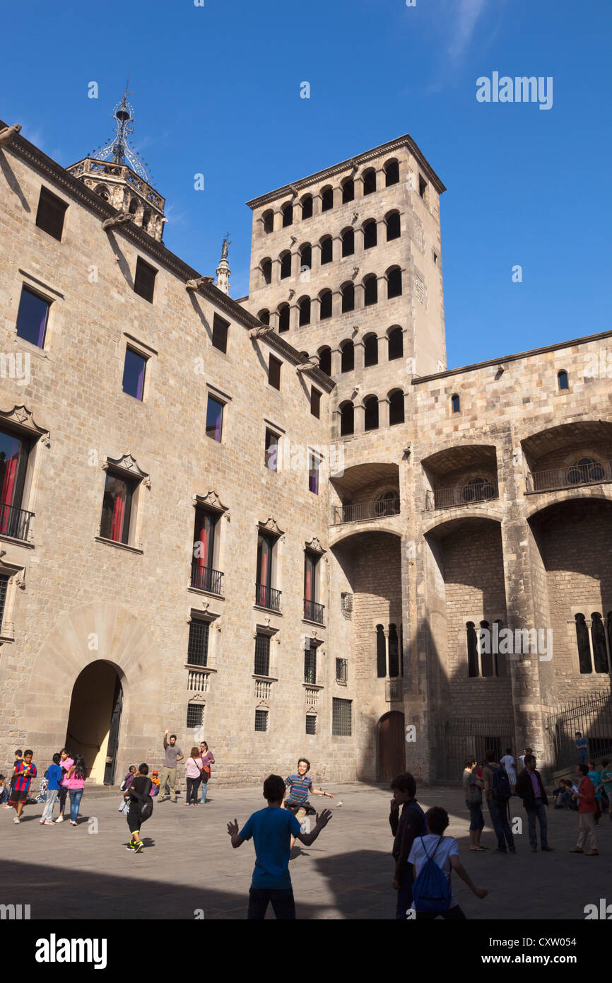 Barcelona, Spain. The medieval Plaça del Rei in the Gothic Quarter. - Stock Image