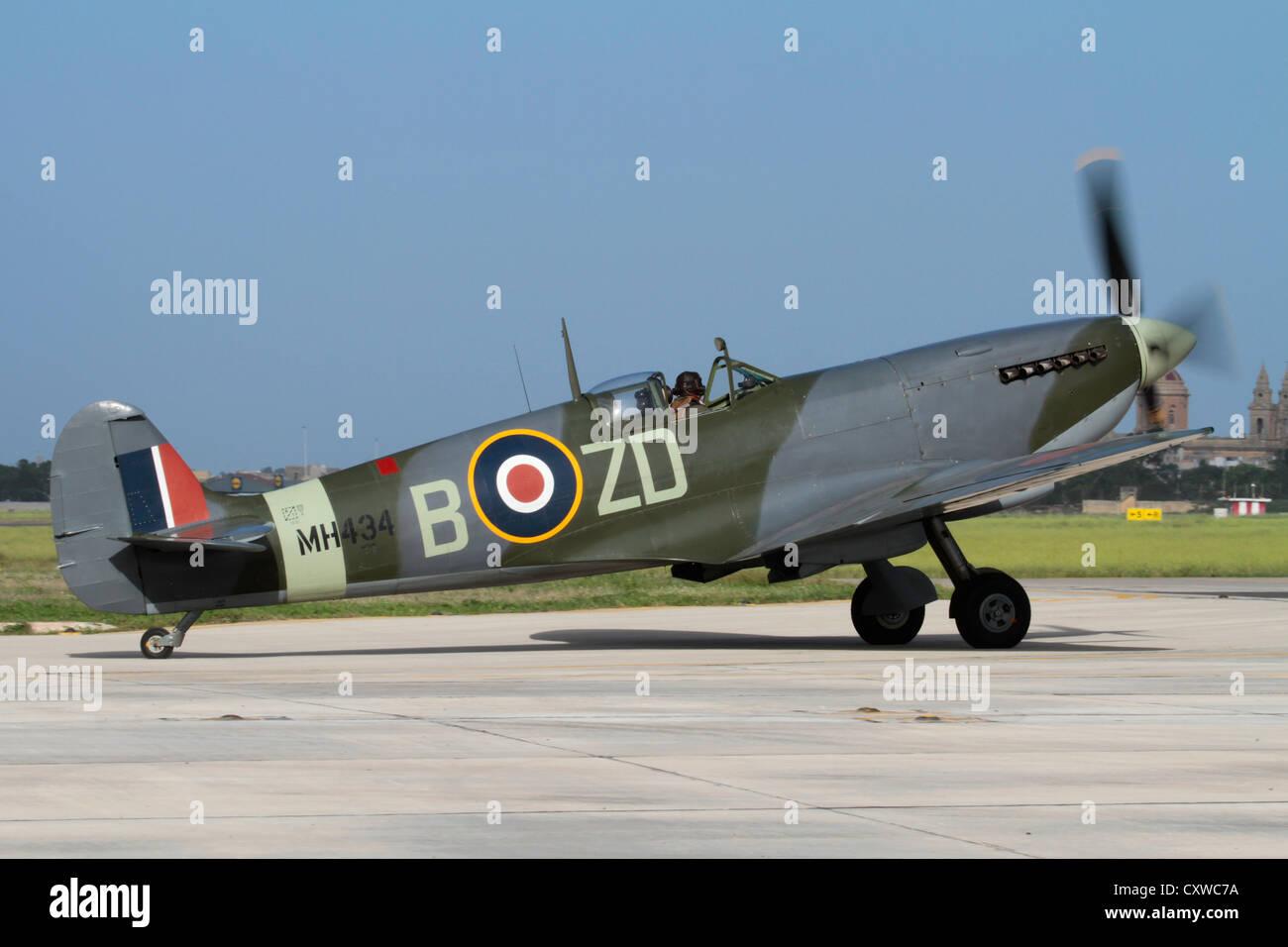 Supermarine Spitfire Mk IX World War 2 fighter plane taxiing