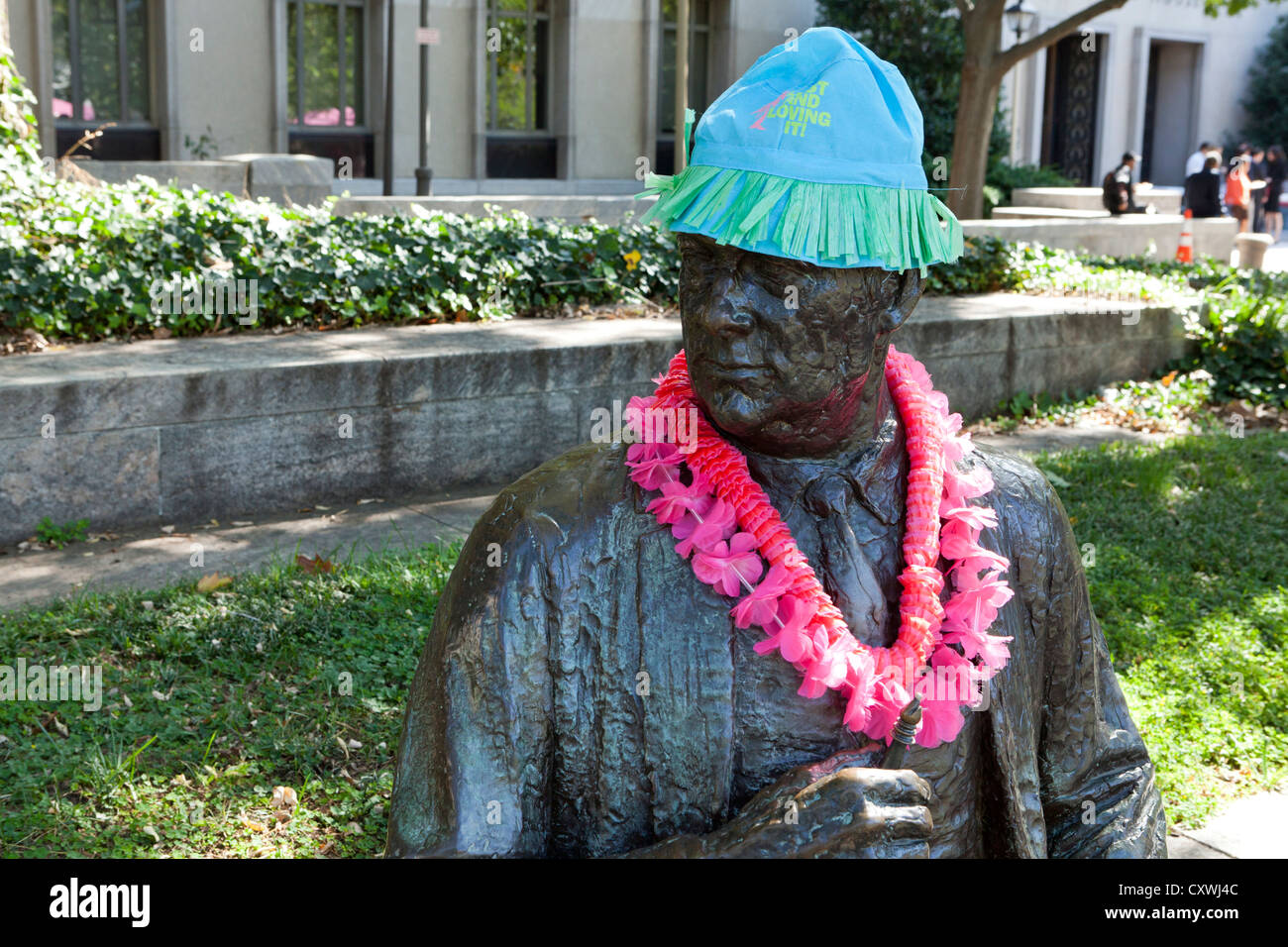 A bronze statue adorned with pink lei during Komen 3 Day Race for Cure - Washington, DC USA - Stock Image