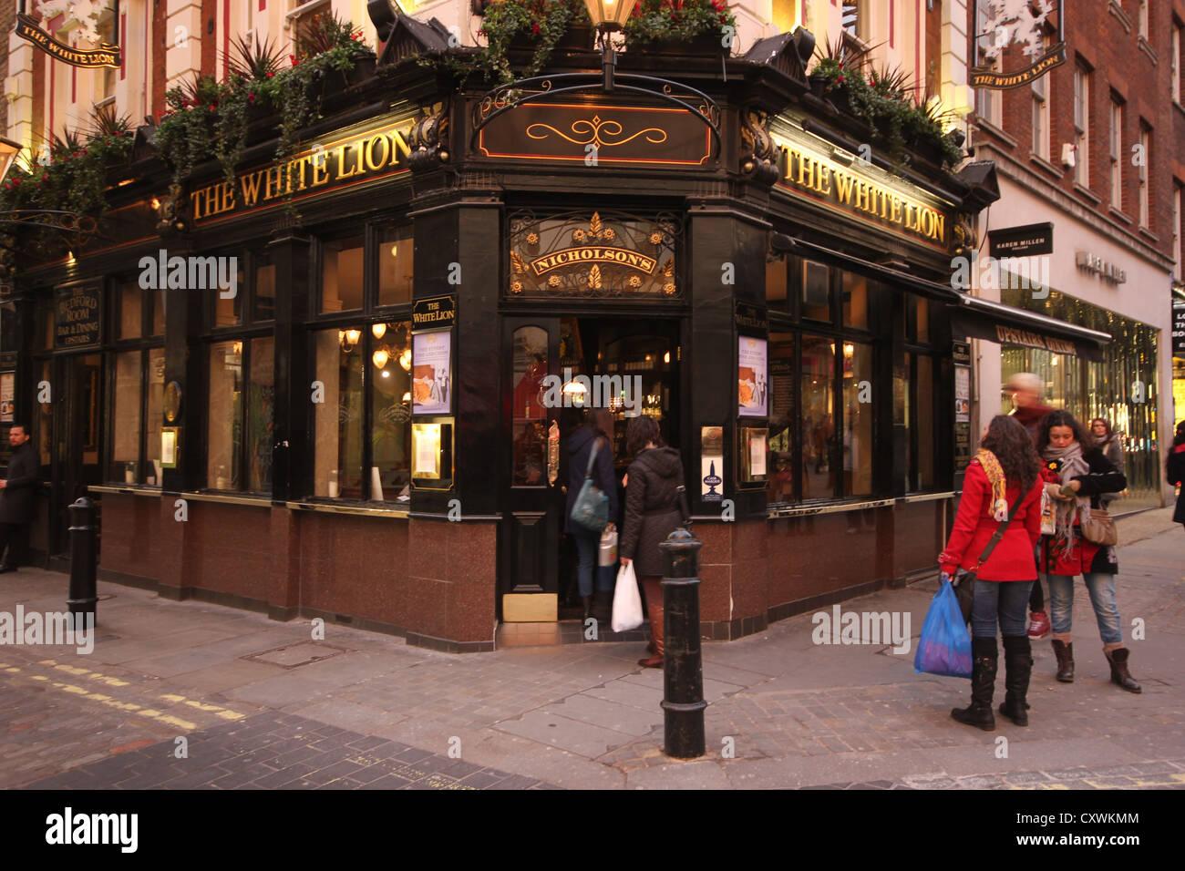 Covent Garden, shops & restaurants at dusk, a beautiful streetview ...