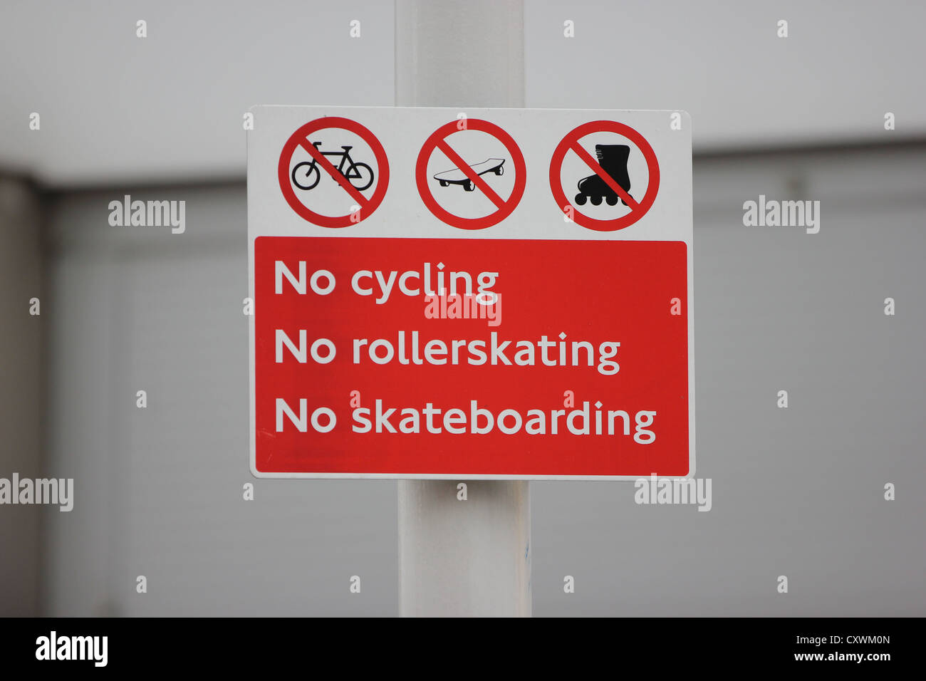 Sign on blurred background, no cycling, no rollerskating, no skateboarding, street sign, photoarkive - Stock Image