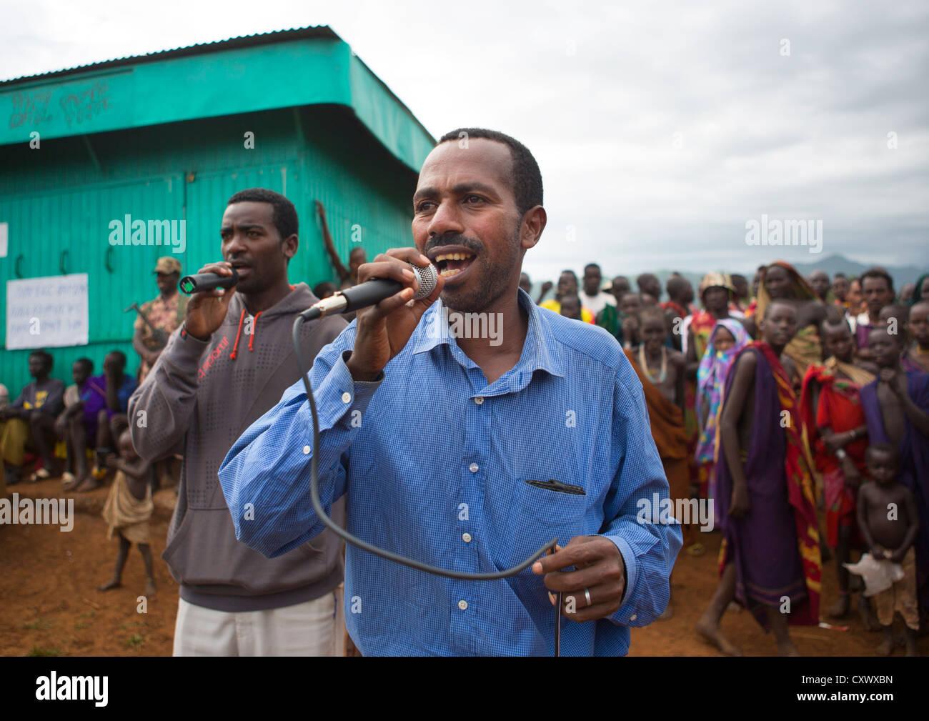Singer At A Suri Tribe ceremony organized by the government, Kibish, Omo Valley, Ethiopia Stock Photo