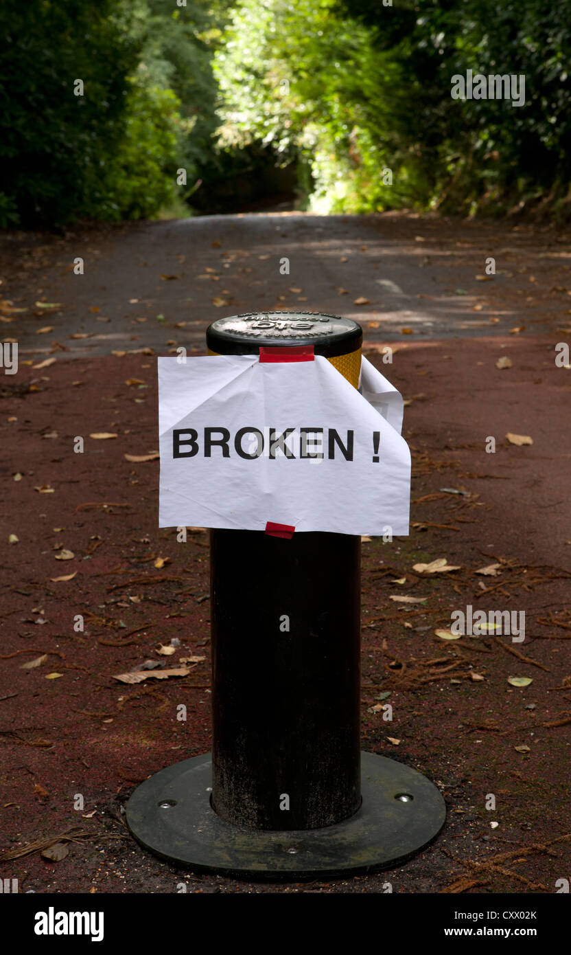 Broken sign on a retractable bollard - Stock Image