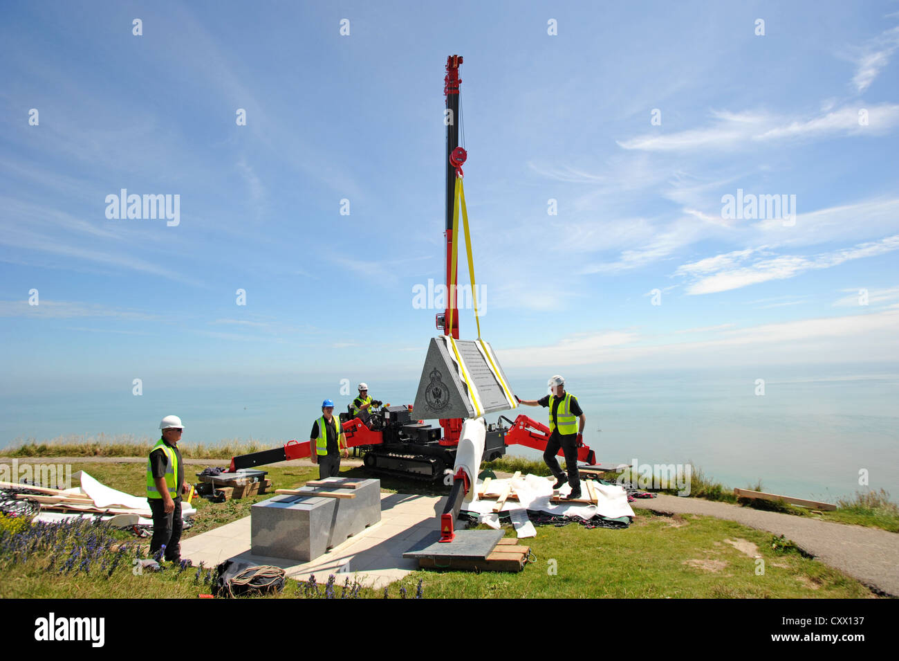 Workmen put in the place the six tonne granite Bomber Command memorial at Beachy Head - Stock Image