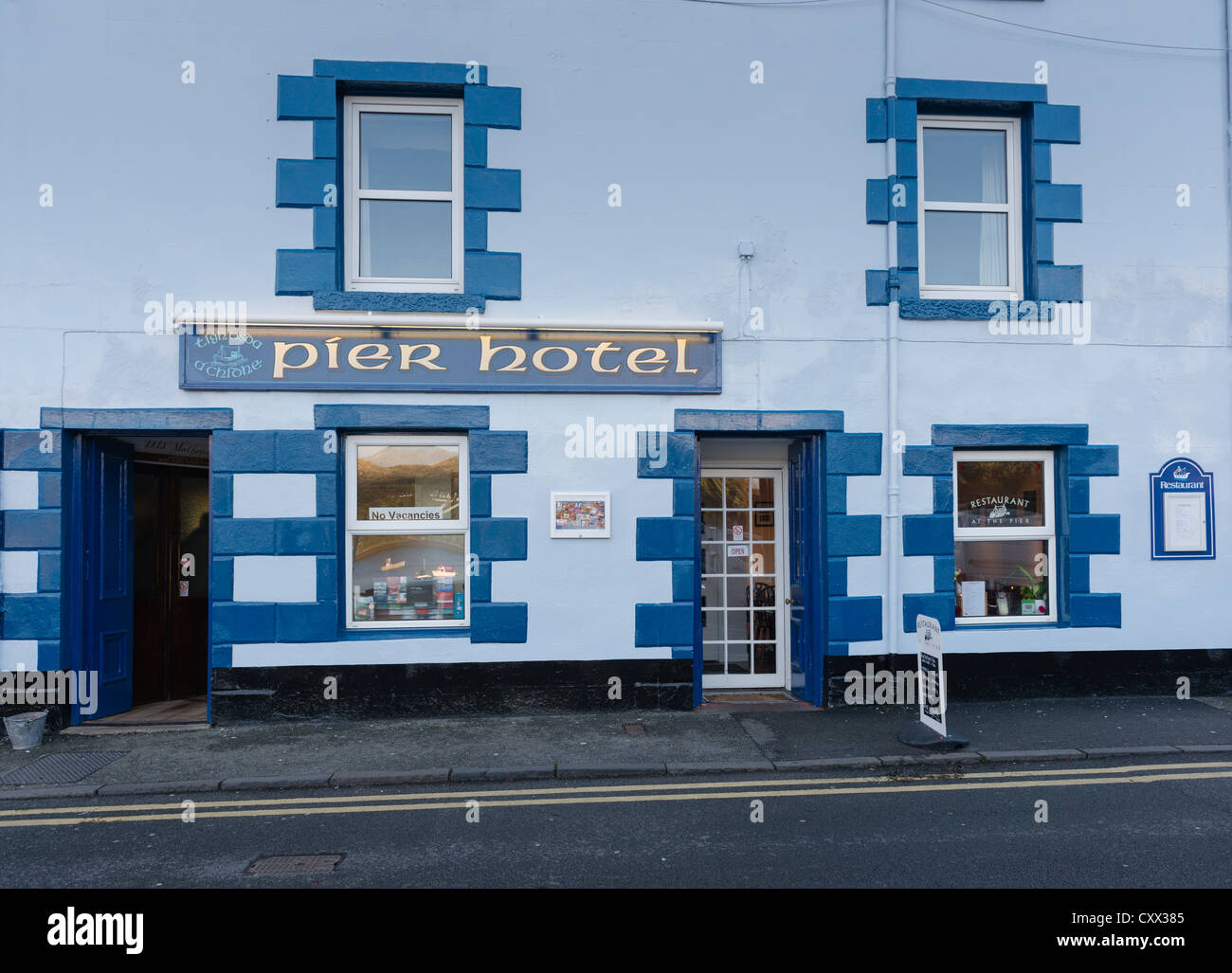 The Pier Hotel, Portree, Skye - Stock Image