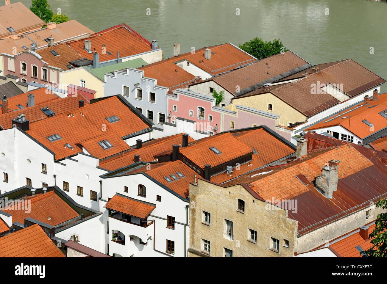 Houses in the Grueben lane with the Salzach river, Burghausen, Upper Bavaria, Bavaria - Stock Image